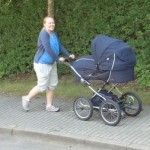 Mors første tur med barnevognen